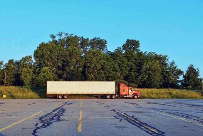 Day Cab Truck vs. Sleeper Cab Truck: What's the Difference?