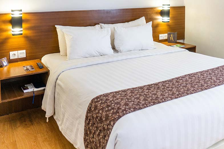 Big Bed With Pillows and a White Comforter