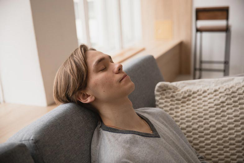 Can I Sleep on My Side After Wisdom Teeth Removal? - Smart ...